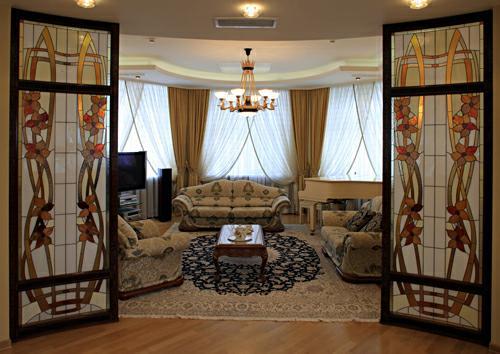 Витражные двери, межкомнатные перегородки и ниши. Изготовление художественных витражей.